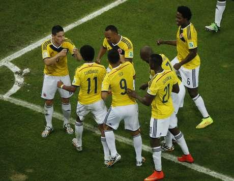 <p>Jogadores da Colômbia dançamapós o segundo gol contra o Uruguai ter sido marcado; partida terminou em 2 a 0 para a Colômbia, que se classificou para as quartas de final e enfrentará o Brasilna próxima sexta-feira.</p>