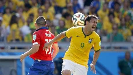 <p>Fred tem ficado isolado no ataque e, mesmo correndo muito em campo, tem média de apenas dois chutes a gol por partida nesta Copa do Mundo</p>