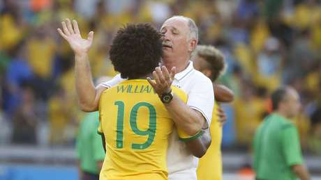 <p>Felipão reclama de marcações e diz que, na dúvida, árbitros estão favorecendo rivais</p>