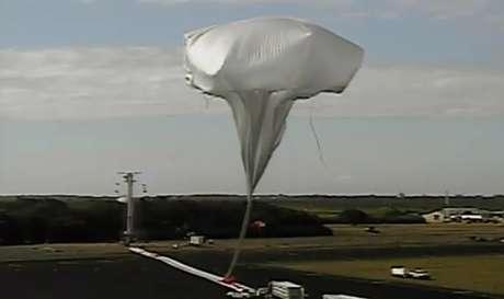 <p>Balão de alta altitude testatecnologia que poderia ser usada para pousar em Marte</p>