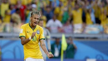 <p>O Brasil sofreu, mas conseguiu a classifica&ccedil;&atilde;o para as quartas de final&nbsp;nos p&ecirc;naltis contra o Chile. Ap&oacute;s o empate por 1 a 1 durante o tempo normal e a prorroga&ccedil;&atilde;o, o goleiro J&uacute;lio C&eacute;sar brilhou nos p&ecirc;naltis e o Brasil deixou o &nbsp;Est&aacute;dio do Mineir&atilde;o vencedor. Neymar converteu a &uacute;ltima cobran&ccedil;a brasileira e vibrou bastante</p>