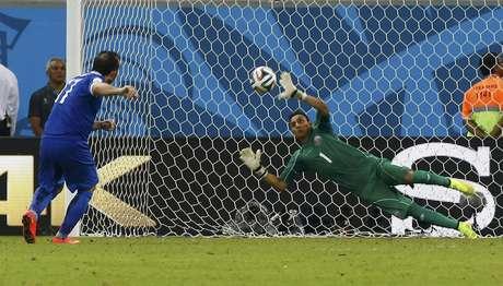 Gekas cobra para a Grécia, mas Navas salva e garante a Costa Rica nas quartas de final da Copa do Mundo