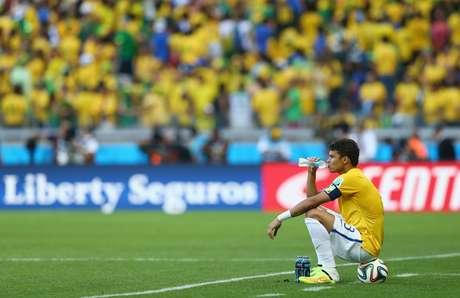 <p>Thiago Silva foi atacado por não ter se unido ao restante do grupo nos momentos que antecederam as cobranças das penalidades</p>