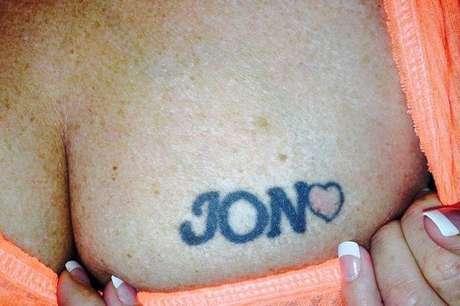 <p>Maureen Green foi obrigada a tatuar o nome de seu agressor nas costase no peito</p>