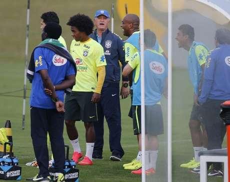 <p>Declaração de Felipão a jornalistas foi pega com surpresa entre pessoas ligadas aos atletas da Seleção Brasileira</p>