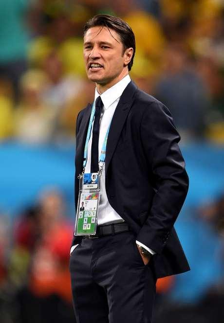 O treinador croata Niko Kovac deu mostras de deselegância em vários momentos  como ao questionar uma jornalista que lhe perguntou sobre as fotos de jogadores nadando nus na concentração. Ao vestir-se, pelo menos, ele acerta