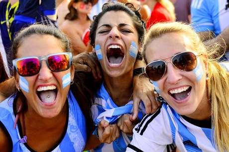 <p>Com a vit&oacute;ria por 1 a 0 da Argentina contra a Su&iacute;&ccedil;a, as areias de Copacabana foram tomadas das cores azul e branco. Em disputa acirrada, realizada na Arena Corinthians nesta ter&ccedil;a-feira, os argentinos eliminaram os su&iacute;&ccedil;os e garantiram a vaga nas quartas de final.</p>