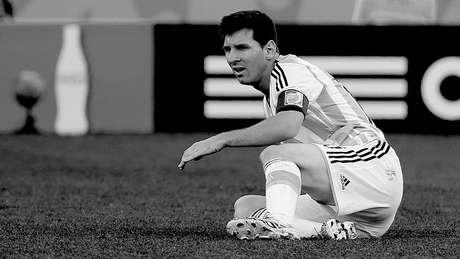 <p>Em dia de pouca inspira&ccedil;&atilde;o e futebol pobre, a Argentina viveu uma classifica&ccedil;&atilde;o dram&aacute;tica contra a Su&iacute;&ccedil;a, na Arena Corinthians, em S&atilde;o Paulo. Foi s&oacute; depois de 117 minutos de sofrimento que um contra-ataque puxado por Lionel Messi terminou com assist&ecirc;ncia para finaliza&ccedil;&atilde;o salvadora de Di Mar&iacute;a e uma vaga nas quartas de final da Copa do Mundo. Veja em detalhes e fotos em preto e branco exclusivas do <strong>Terra </strong>a tarde de tens&atilde;o vivida pela argentina.</p>