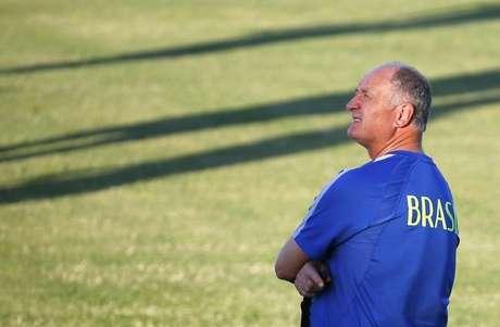 <p>Felipão alfinetou jornalistas e o técnico holandês Louis Van Gaal</p>