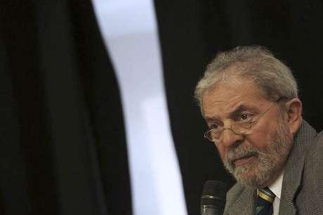<p>Ex-presidente Luiz Inácio Lula da Silva fala com grupo de jornalistas estrangeiros</p>