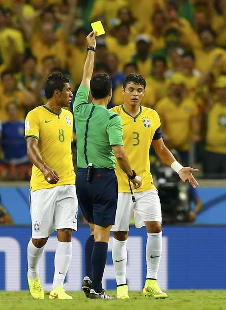 Thiago Silva recebe cartão amarelo e está fora da semifinal, caso o Brasil passe