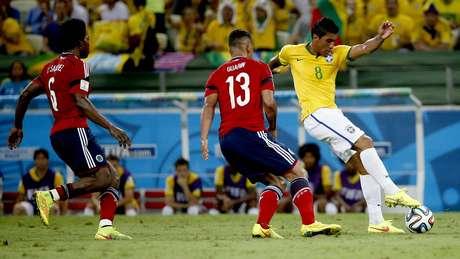 <p>Paulinho, substituto de Luiz Gustavo, recebe elogios de Felipão</p>