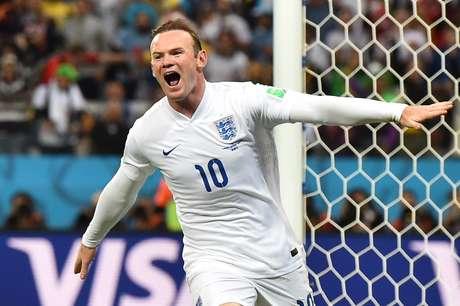 <p>Em seu terceiro Mundial,Wayne Rooney conseguiu marcarseu primeiro gol em Copas do Mundo, contra o Uruguai,mas não evitou a eliminação precoce da Inglaterra.Os ingleses perderam as partidas contra Itália e Uruguai e empataram com a sensação da Copa, a Costa Rica</p>