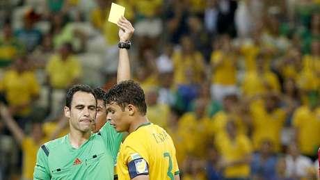 <p>Thiago Silva levou cartão que o tira da semifinal da Copa</p>