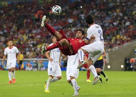 Brasileiro naturalizado espanhol, Diego Costa causou polêmica ao optar disputar a Copa de 2014 pela atual campeã mundial. Na competição, entrou em campo duas vezes e, com atuação discreta demais, não marcou gols. Ao final da primeira fase da Copa, Diego voltou para casa