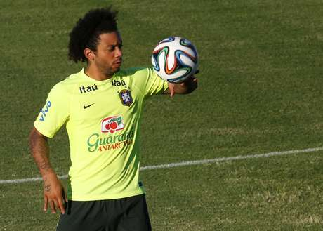 Marcelo durante treino da Seleção Brasileira na Granja Comary