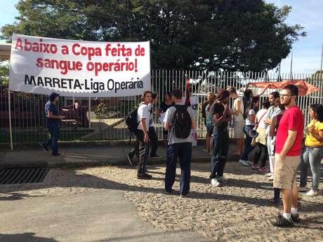 <p>Participantes também protestaram contra obras da Copa do Mundo que causaram acidentes</p>