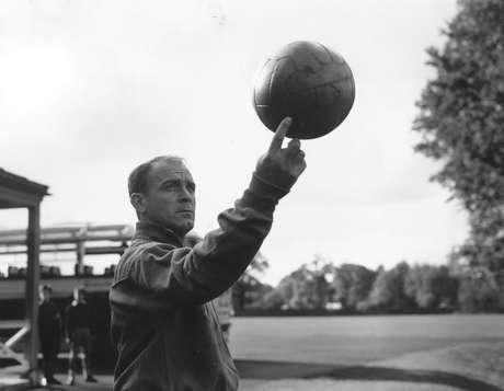 Alfredo Di Stéfano foi um dos maiores jogadores de futebol que o planeta já viu