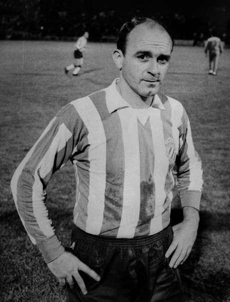 Di Stéfano em 1964, em sua primeira aparição com a camisa do Español, em jogo contra o Olympique de Lyon