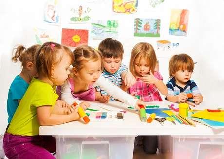 O educador suíço Johann Heinrich Pestalozzi acreditava que as crianças poderiam conduzir seu próprio aprendizado. O amadurecimento, adquirido com o tempo, traria o conhecimento