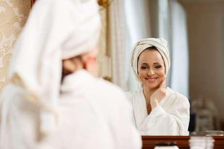 Apesar de existirem inúmeros cosméticos à venda para melhorar a aparência, também é possível ficar bonita sem sair de casa com  a ajuda de alguns produtos coringas