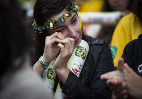<p>Ao inv&eacute;s de festa e comemora&ccedil;&atilde;o, o clima na Vila Madadelana foi de tristeza na noite desta ter&ccedil;a-feira depois de a Sele&ccedil;&atilde;o Brasileira ser goleada por 7 a 1 pela Alemanha; o resultado acabou com o sonho do Brasil de conquistar o hexa neste ano.</p>