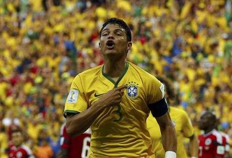 <p>Thiago Silva comemora gol marcado contra a Col&ocirc;mbia em Fortaleza, pelas quartas de final da Copa</p>