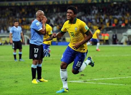 Cabeçada de Paulinho no final da partida deu vitória sobre o Uruguai, na Copa das Confederações de 2013