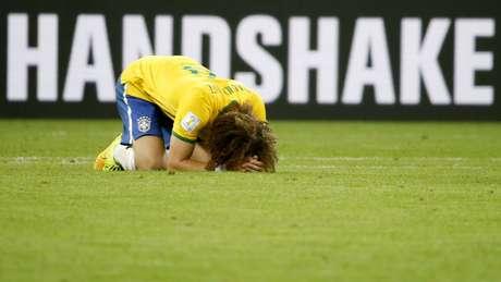 <p>Jogadores e comiss&atilde;o t&eacute;cnica lamentam a goleada por 7 a 1 contra a Alemanha no Mineir&atilde;o, em Belo Horizonte, nesta ter&ccedil;a-feira. Na foto, David Luiz chora no gramado</p>