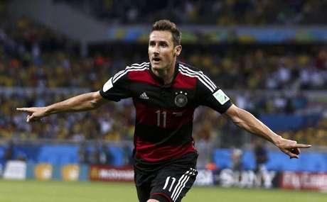 <p>Miroslav Klose é o maior artilheiro e omaior vencedor de jogos em Copas do Mundo</p>