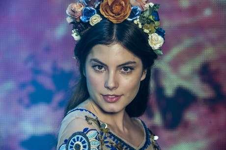 <p><strong>Bianca (Bruna Hamu) - </strong>Sonha em ser uma grande atriz e estudar na Ribalta, para o desgosto do pai Gael (Eriberto Leão). Com seu jeito doce, sempre consegue o que quer, e isso causa irritação na sua irmã Karina (Isabella Santoni)</p>