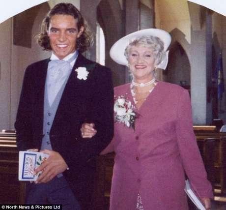 <p>Freda e John Carter são vistos em uma imagem, há sete anos</p>