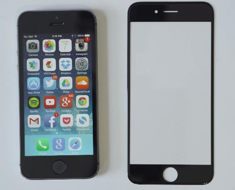 <p>Possível tela de safira do iPhone 6 comparada com o modelo atual, o iPhone 5S</p>