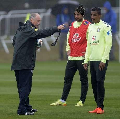 <p>Felipão tirou Fred e treinou com Jô na formação titular</p>