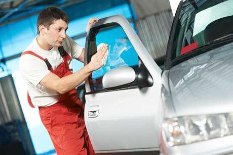 LIMPEZA AUTOMOTIVA. A AcquaZero e a Auto Spa Express fazem lavagem ecológica de carros. A primeira requer investimento inicial de R$ 6 mil (em alguns casos, até R$ 85.000); a outra, de R$ 9.900, segundo a Associação Brasileira de Franchising (ABF). Informações: www.acquazero.com.br e www.facebook.com/autospasp