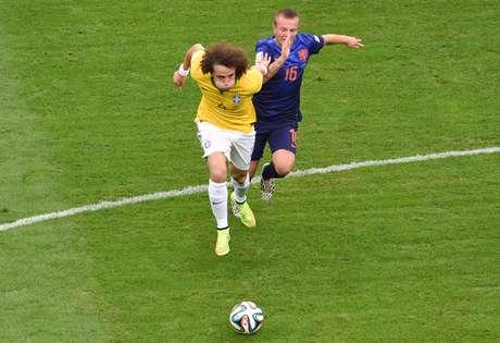"""<p>Com arrancadas para o ataque e lançamentos constantes, David Luiz tomou """"bronca"""" do capitão Thiago Silva</p>"""