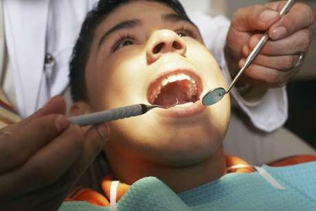 <p>El alisado radicular involucra el raspado cuidadoso de la raíz del diente con el objetivo de reducir la inflamación</p>