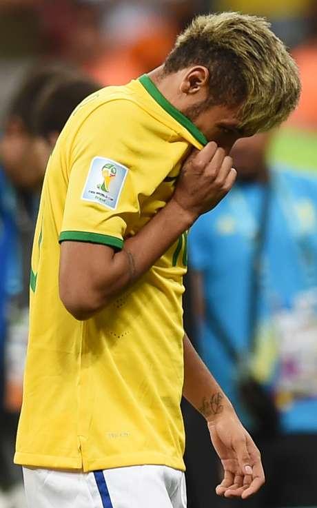 <p>Neymar é um dos brasileiros que entraram no time popular</p>
