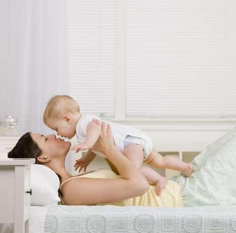 <p>Evite amamantar al niño por muchas horas, por ejemplo traer al bebé a la cama con usted y permitir que lo amamante cada vez que lo desee</p>