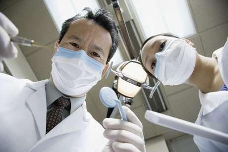 <p>Muchos dentistas tienen sus propios sitios web, que usted puede revisar para ver qué tipo de servicios brindan</p>