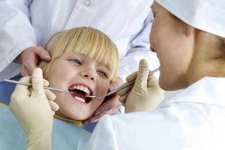 <p>En la primera visita, el dentista realizará una historia clínica completa.</p>