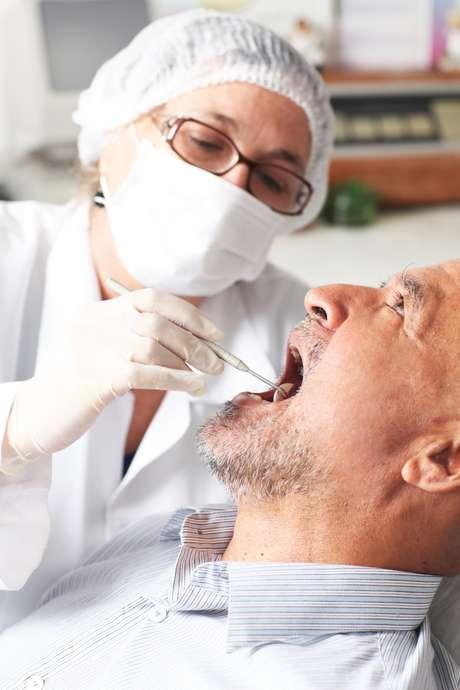 <p>El tratamiento debe enfocarse en la prevención de la enfermedad periodontal</p>