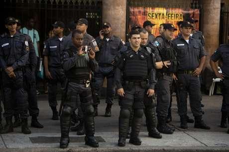 <p>Polícia está em grande número para conter protesto</p>