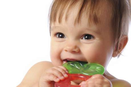 <p>Los bebés necesitan ingerir fluoruro para un desarrollo saludable de sus dientes</p>