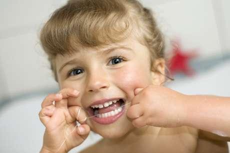 <p>La mejor forma de destacar la importancia de pasarse hilo dental es asegurarse de que esta actividad forme parte de su rutina diaria de cuidado dental.</p>