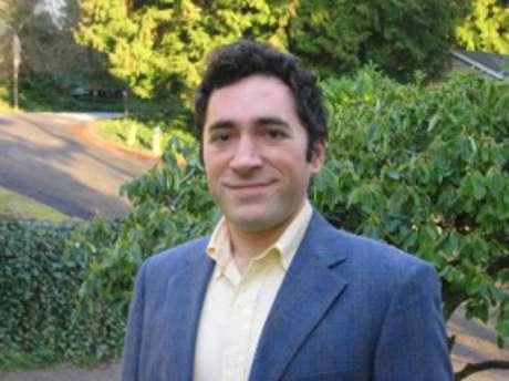 Babak Parviz trabalhou no Google entre 2010 e 2013, neste período criou o Google Glass e o Google X