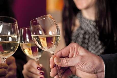 O álcool causa o estreitamento das artérias o que pode causar um ataque cardíaco
