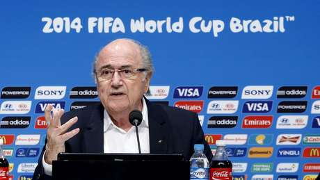 <p>Presidente da Fifa despistou a respeito da prisão de Raymond Whelan e disse que é preciso apresentar evidências a respeito de denúncias</p>