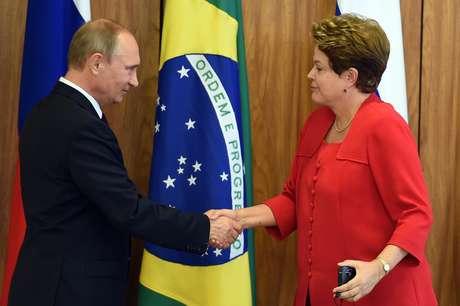 Dilma e Vladimir Putin conversaram sobre a organização da próxima Copa, na Rússia