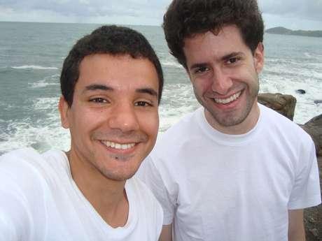 Amigos há 20 anos, Thiago Mello e Beto Stoler se aproximaram após uma briga sem motivo no colégio. Hoje são como irmãos, se falam e se veem com frequência, e tentam estar sempre presente na vida um do outro